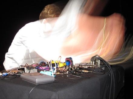 Wapstan at (2009-05-28) PLAY 2: intensité électrique, échanges bruitistes et liberté totale