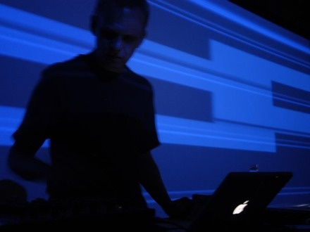Frank Bretschneider at (2001-04-07) Micro_MUTEK 02