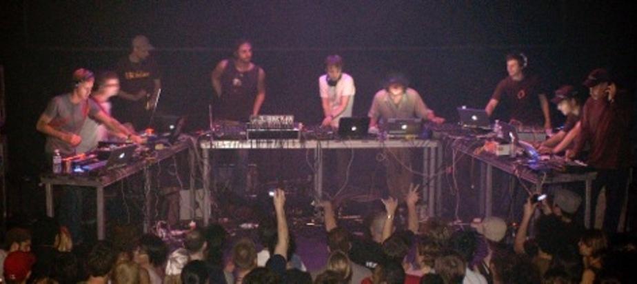 M15.001 - Narod Niki Live  @MUTEK 2003
